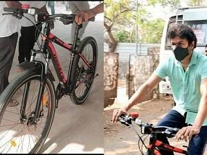 Curious about the 'model and price' of the cycle Vijay rode? - Here are the details!